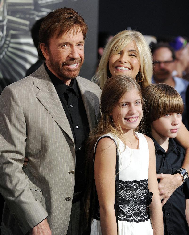 Голливудский актер Чак Норрис с семьей