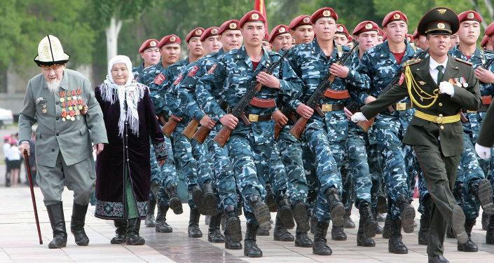 Ветераны во время празднования Дня Победы. Архивное фото