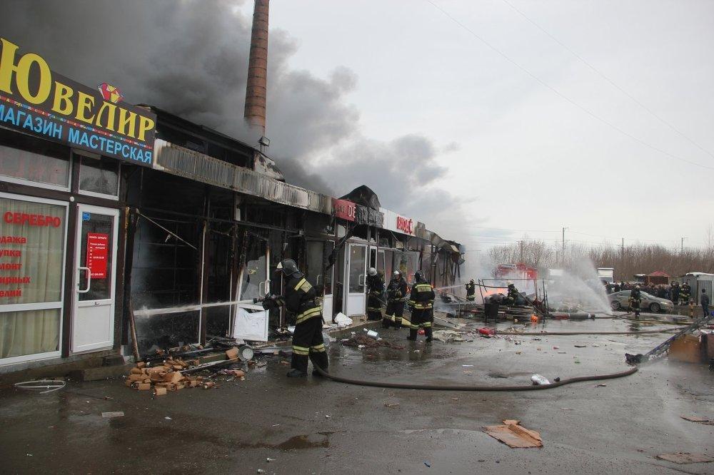 Последствия пожара в торговом центре Адмирал в Казани
