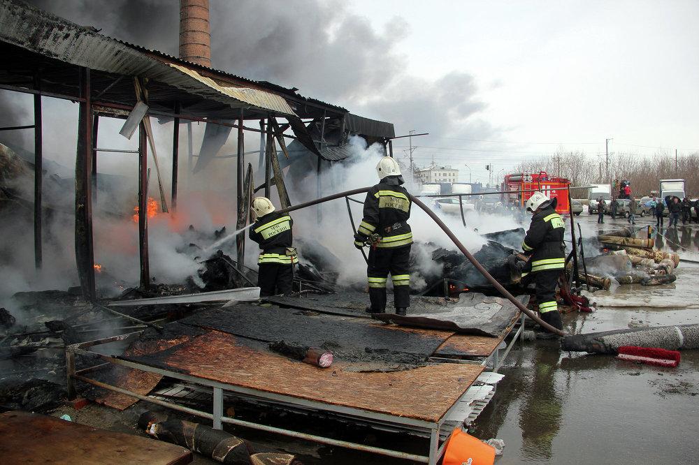 Пожар произошел в среду днем в крупном торговом центре в столице Татарстана