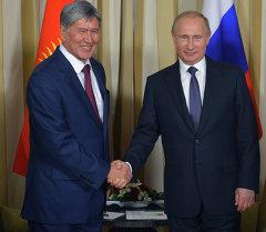 Президент Кыргызстана Алмазбек Атамбаев и президент России Владимир Путин. Архивное фото