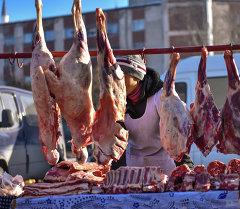 Мясо на прилавках. Архивное фото