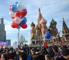 Концерт, на Васильевском спуске Москвы. Архивное фото