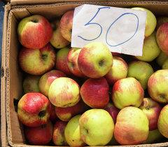 Яблоки с ценником