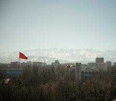 Вид на город Бишкек из аттракциона Чертово колесо. Архивное фото