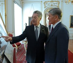 Атамбаев Австриянын президенти Хайнц Фишер менен жолукту.