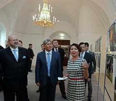 Президент Алмазбек Атамбаев и Генеральный секретарь ОБСЕ Ламберто Заньер посетили фотовыставку «Кыргызстан - шанс для молодой демократии»