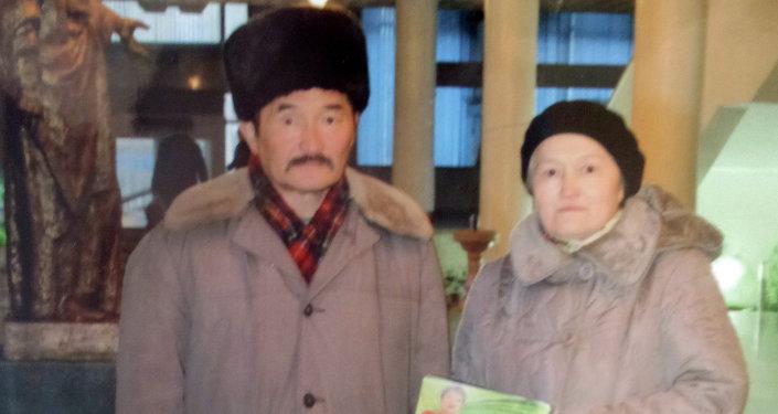 Таалайбек Боромбаев эжеси Бактыгүл Боромбаева менен