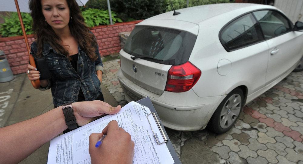 Страхование автомобилей. Архивное фото