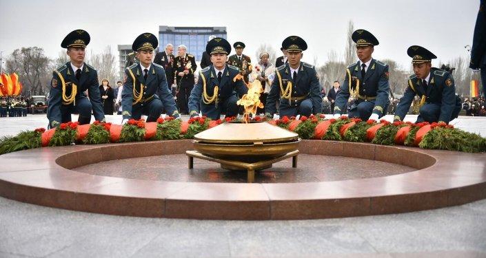 В Бишкеке на площади Победы состоялась Эстафета памяти