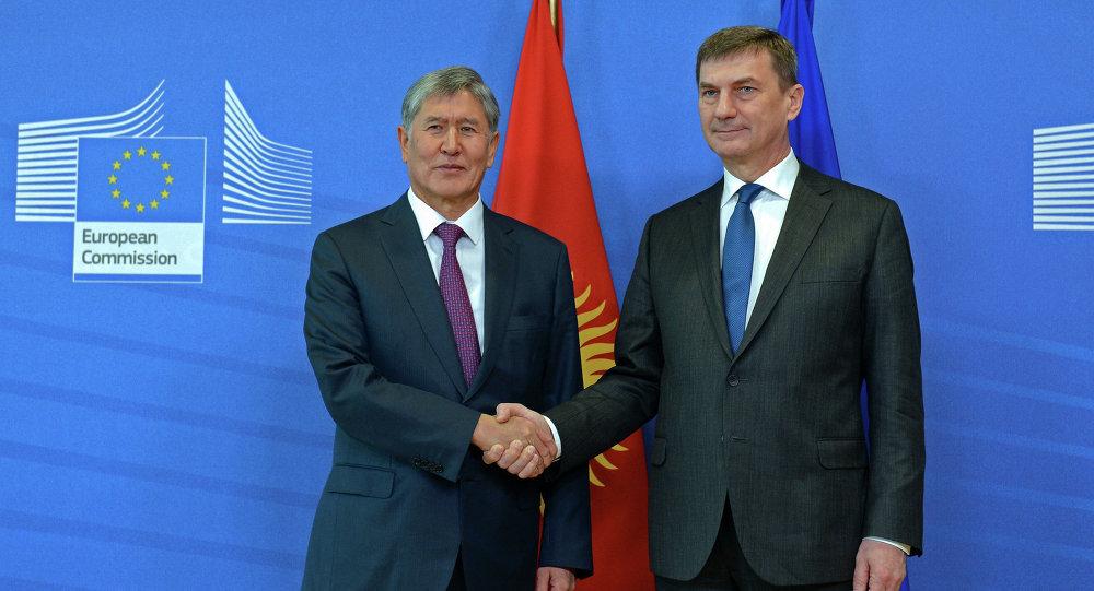 Алмазбек Атамбаев иш сапарынын алкагында Андрус Ансип менен жолугушту.