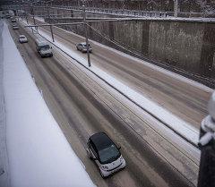 Гололед на дорогах Бишкека. Архивное фото