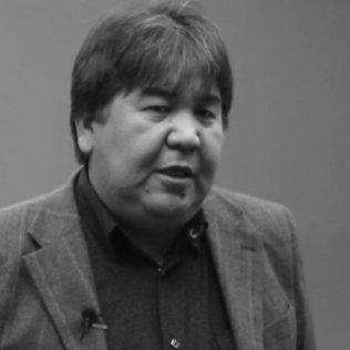 Садык Шер-Нияз читает стихи Алыкула Озумду озум