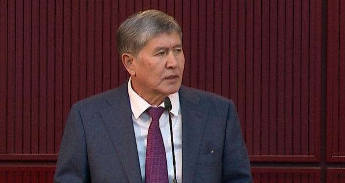 Атамбаев считает, что Янукович - ангел по сравнению с Бакиевым
