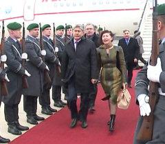 Германияда Алмазбек Атамбаевди ардак караул тосуп алды
