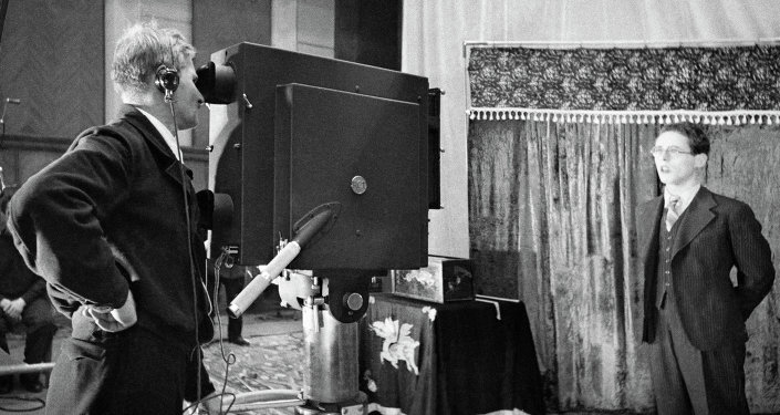 Диктор Юрий Левитан во время съемок в студии. Архивное фото