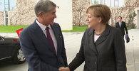 Алмазбек Атамбаев  канцлер Ангела Меркель менен орусча сүйлөштү