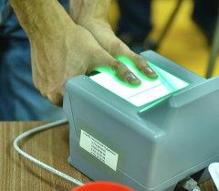 Работа по сбору биометрических данных населения. Архивное фото