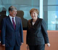 Мамлекет башчы Алмазбек Атамбаев Германиянын канцлери Ангела Меркель менен жолугушуу учурунда. Архив