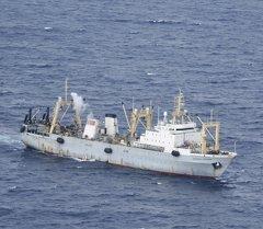 Судно поисково-спасательной операции в акватории Охотского моря. Архивное фото
