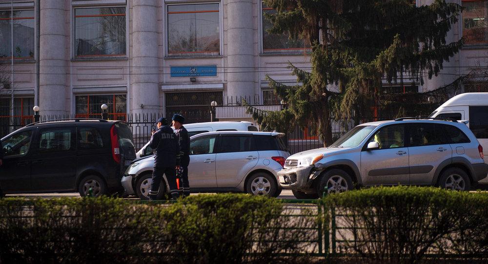 Чүй жана Манас проспектилеринин кесилишинде беш автоунаа менен кагышты. Жабыр тарткандар жок.