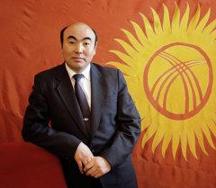 Эгемендүү Кыргызстандын туңгуч президенти, коомдук жана саясий ишмер, окумуштуу, илимпоз Аскар Акаевдин архивдик сүрөтү