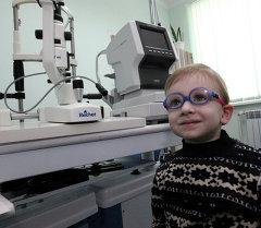 В кабинете врача-офтальмолога в детской поликлинике. Архивное фото
