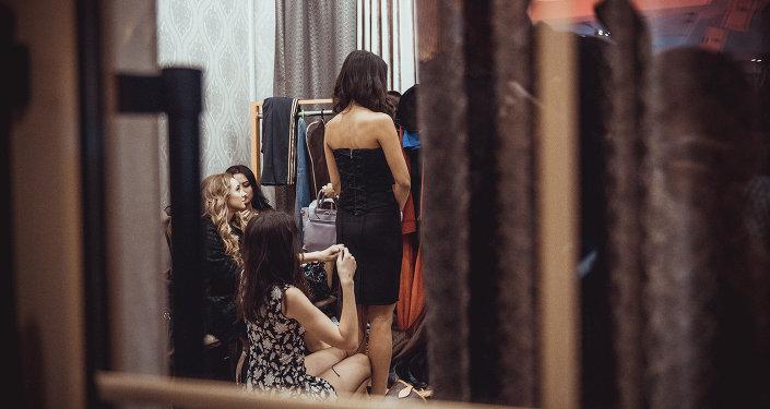 Девушки на раздевалке. Архивное фото