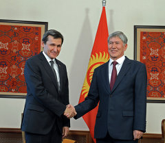 Алмазбек Атамбаев Түркмөнстандын Министрлер Кабинетинин төрагасынын орун басары, тышкы иштер министри Рашид Мередовду кабыл алды