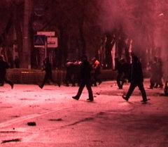 Мародерство в Бишкеке ночью 7 апреля 2010 года — архивные кадры