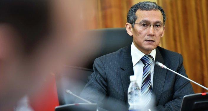Премьер-министр Кыргызской Республики Джоомарт Оторбаев провел совещание с руководителями министерств и ведомств по фактам жестокого обращения с детьми.