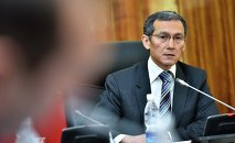 Мурдагы премьер-министр Жоомарт Оторбаев. Архивдик сүрөт