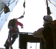 Бойцы ВДВ стран ОДКБ впервые в истории десантировались на арктические льды
