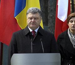 Порошенко обвинил Сталина наряду с Гитлером в развязывании Второй мировой