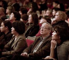 Концерттеги көрүүчүлөрдүн архивдик сүрөтү