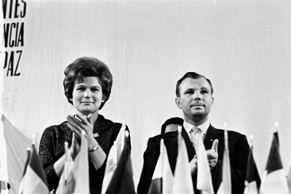 Летчики-космонавты СССР Валентина Владимировна Терешкова и Юрий Алексеевич Гагарин