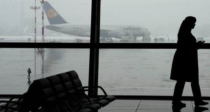 Пассажирский самолет Airbus A380 германской авиакомпании Lufthansa. Архивное фото