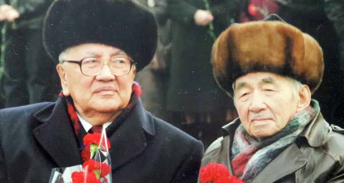 Майдандаш акын Сүйүнбай Эралиев менен