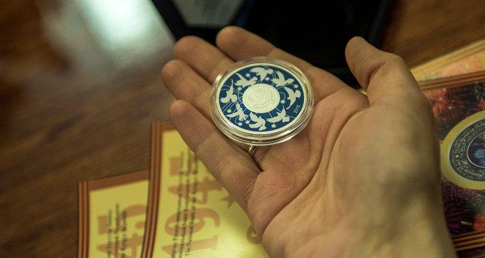 Улуттук банк Жеңиш күнүнө карата күмүш тыйындардын коллекциясын чыгарды
