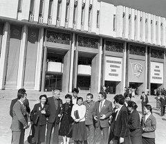 Даир Асанов с делегатами съезда.