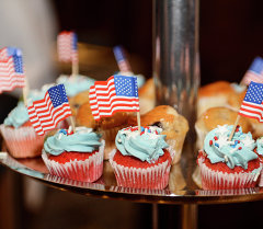 Тортики с флажками США. Архивное фото