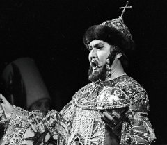 Оперный певец Булат Минжилкиев