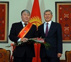 Атамбаев Жирковго Манас эпосун жыйылтууга кошкон салымы үчүн ыраазычылык билдирди