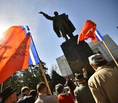 Коммунисты Кыргызстана почтили память Ленина.