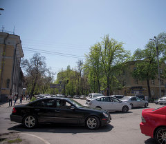 Оживленный участок дороги в городе Бишкек. Архивное фото