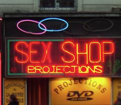 Вывеска секс-шопа. Архивное фото