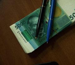Акча каражаттар жана ручка. Архив