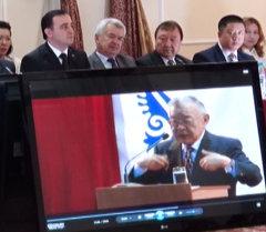 Бишкекте дипломат, коомдук ишмер Ишенбай Абдуразаков эскерилди