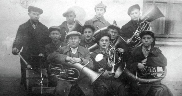 Послевоенный духовой оркестр.