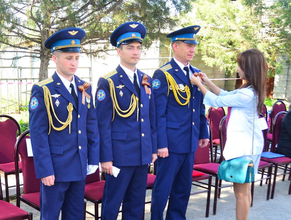 Военнослужащих не оставили без внимания. Бойцам авиабазы ОДКБ Кант также вручены Георгиевские ленты.